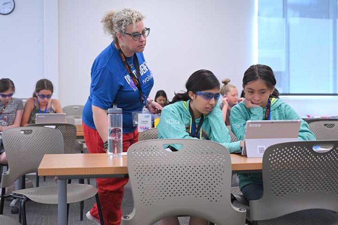 Young Women Experience Tech